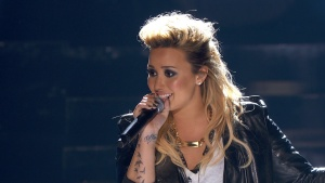 Demi Lovato - Made In The USA Teen Choice Awards 2013 720p HDTV 35 Mbps MPA2.0 MPEG2 -TrollHD