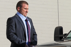Dominic Purcell on the set of 'Bailout: The Age of Greed' - April 27, 2012 - 17xHQ 7dkx4AUA