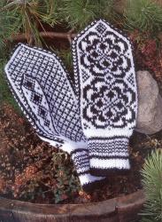 Шапочки рукавицы.  Норвежские узоры.  Размещено с помощью приложения.  Я - фотограф.