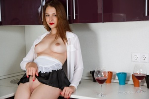 Isabella - In The Kitchen - [famegirls] DuPclk4D