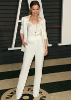 """Leslie Mann """"2015 Vanity Fair Oscar Party hosted by Graydon Carter at Wallis Annenberg Center for the Performing Arts in Beverly Hills"""" (22.02.2015) 126x  MOeimDLi"""