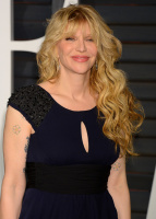 """Courtney Love """"2015 Vanity Fair Oscar Party hosted by Graydon Carter at Wallis Annenberg Center for the Performing Arts in Beverly Hills"""" (22.02.2015) 49x 2XoIo19X"""