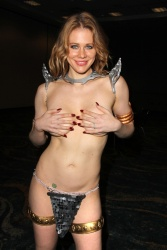 Maitland Ward In 'Red Sonja' Costume Fitting In Long Beach Septembre 27 2014