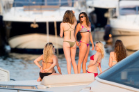 Nina Dobrev vacationing with friends in Saint-Tropez (July 20) 5eQfsSl8