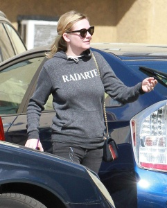 Kirsten Dunst - Stops By a Dentist Office in Los Angeles - February 22nd 2017