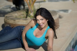 Дениз Милани, фото 4949. Denise Milani Playing with the Puppy (Low Quality), foto 4949