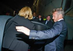 Sean Penn - Charlize Theron and Sean Penn - seen leaving Royal Festival Hall. London - February 16, 2015 (153xHQ) 4s7gEUcA
