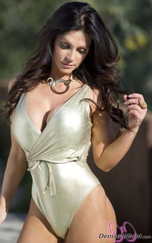 Дениз Милани, фото 4878. Denise Milani Gold One-Piece (Low Quality), foto 4878