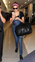 Nina Dobrev at LAX Airport (March 27) 9VqxLXAu