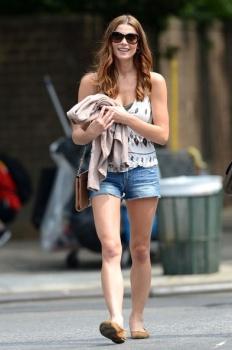 Ashley Greene - Imagenes/Videos de Paparazzi / Estudio/ Eventos etc. - Página 24 AcvozSM8