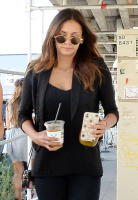 Nina Dobrev with Hilary at Alfred Coffee & Kitchen in West Hollywood (July 29) Els8sXOd