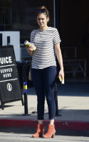 Nina Dobrev heads to a medical building chatting on her cell (June 03) 5GCXzQBT