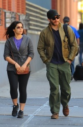 Jake Gyllenhaal & Jonah Hill & America Ferrera - Out And About In NYC 2013.04.30 - 37xHQ 6LxbReCk