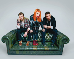 Paramore (Hayley Williams,  Jeremy Davis, Taylor York) - Chris McAndrew Photoshoot for The Guardian (February, 2013) - 35xHQ C68dlid5