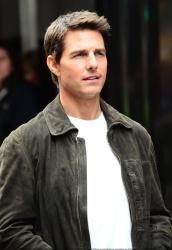 Tom Cruise - on the set of 'Oblivion' in New York City - June 13, 2012 - 52xHQ AVJrm6JB