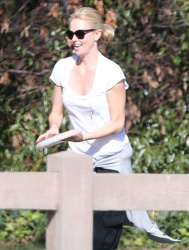 Sean Penn - Charlize Theron - enjoys a day with Sean Penn at the park in Studio City - February 8, 2015 (7xHQ) OuK3D0s0