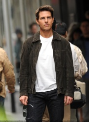 Tom Cruise - on the set of 'Oblivion' in New York City - June 13, 2012 - 52xHQ CMBJoTBL