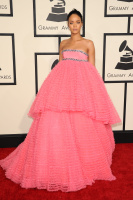 Rihanna  57th Annual GRAMMY Awards in LA 08.02.2015 (x79) updatet LipkbBxi