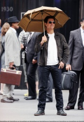 Tom Cruise - on the set of 'Oblivion' outside at the Empire State Building - June 12, 2012 - 376xHQ GvLLFhNK