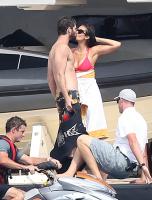 Nina Dobrev with her boyfriend Austin Stowell in Saint-Tropez (July 24) Ya6pLdqW