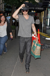 Ian Somerhalder - spotted doing some grocery shopping in NYC - May 17, 2012 - 9xHQ N7n188Hv