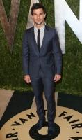 Taylor Lautner - Imagenes/Videos de Paparazzi / Estudio/ Eventos etc. - Página 38 AcyLgAaj
