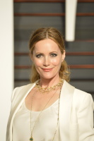 """Leslie Mann """"2015 Vanity Fair Oscar Party hosted by Graydon Carter at Wallis Annenberg Center for the Performing Arts in Beverly Hills"""" (22.02.2015) 126x  EAQoxkaT"""
