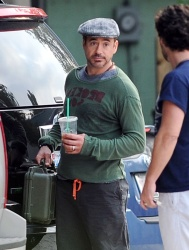 Robert Downey Jr. - leaving a Starbucks and heading to the set of 'Iron Man 3' in Wilmington on May 30, 2012 - 11xHQ 7yM3ft5b