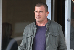 Dominic Purcell on the set of 'Bailout: The Age of Greed' - April 27, 2012 - 17xHQ 1AVRGGhk