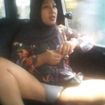 Tante Jilbab Colmek Di Mobil   Gudang foto bugil gambar ...
