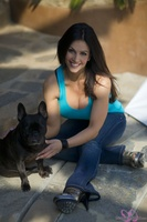 Дениз Милани, фото 4983. Denise Milani Playing With The Puppy (High Res) :, foto 4983