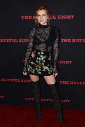 """MEGA POST: Bella Thorne con espectaculares botas en el estreno de """"The Hateful Eight"""" en Los Angeles (7/12/15) DrQ4YpNA"""