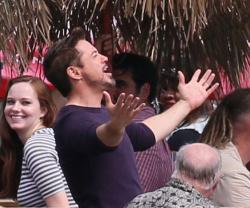 Robert Downey Jr. - On The Set Of 'Iron Man 3' 2012.10.02 - 19xHQ HCF5kktJ