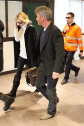 Sean Penn - Sean Penn and Charlize Theron - depart from Rome after a Valentine's Day weekend - February 15, 2015 (37xHQ) 2SR8By6g