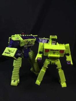 [Toyworld] Produit Tiers - Jouet TW-C Constructor aka Devastator/Dévastateur (Version vert G1 et jaune G2) - Page 3 QYo9ggem