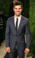 Taylor Lautner - Imagenes/Videos de Paparazzi / Estudio/ Eventos etc. - Página 38 Adnwn9py