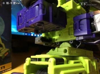[Toyworld] Produit Tiers - Jouet TW-C Constructor aka Devastator/Dévastateur (Version vert G1 et jaune G2) - Page 6 W5Ntv53V