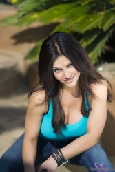 Дениз Милани, фото 4939. Denise Milani Playing with the Puppy (Low Quality), foto 4939