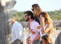 Nina Dobrev with her boyfriend Austin Stowell in Saint-Tropez (July 24) 8OgzKKCC