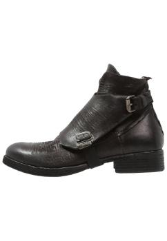 botas-botines-hombre-vestir-casual
