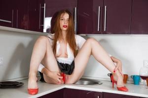 Isabella - In The Kitchen - [famegirls] DEgtl2dF