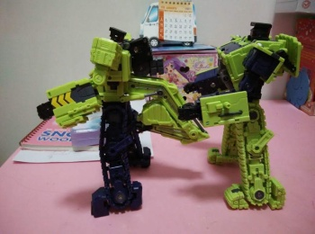 [Toyworld] Produit Tiers - Jouet TW-C Constructor aka Devastator/Dévastateur (Version vert G1 et jaune G2) - Page 3 57a401QP