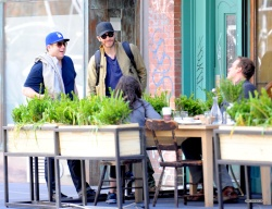 Jake Gyllenhaal & Jonah Hill & America Ferrera - Out And About In NYC 2013.04.30 - 37xHQ KY8TA9Qu