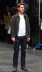Tom Cruise - on the set of 'Oblivion' in New York City - June 13, 2012 - 52xHQ JslDKV7z