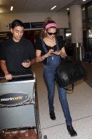 Nina Dobrev at LAX Airport (March 27) UCouJyhV