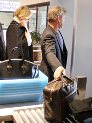 Sean Penn - Sean Penn and Charlize Theron - depart from Rome after a Valentine's Day weekend - February 15, 2015 (37xHQ) HdvE6X56