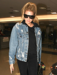 Charlotte McKinney - Spotted at LAX Airport Returning From Vacation - February 20th 2017