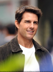 Tom Cruise - on the set of 'Oblivion' in New York City - June 13, 2012 - 52xHQ BcvkBBc5