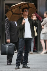 Tom Cruise - on the set of 'Oblivion' outside at the Empire State Building - June 12, 2012 - 376xHQ A6vXRLr7