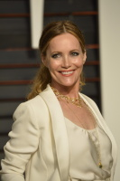 """Leslie Mann """"2015 Vanity Fair Oscar Party hosted by Graydon Carter at Wallis Annenberg Center for the Performing Arts in Beverly Hills"""" (22.02.2015) 126x  SgPB5yRy"""